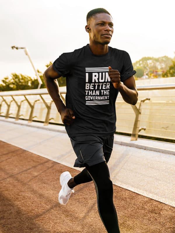 i run better than the goverment sport fitness t shirt met tekst