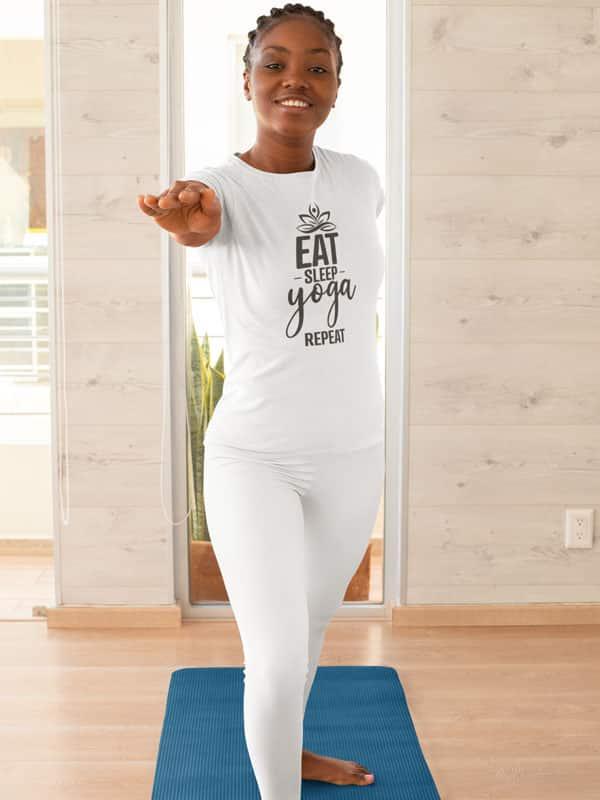 Eat sleep yoga repeat dames t shirt