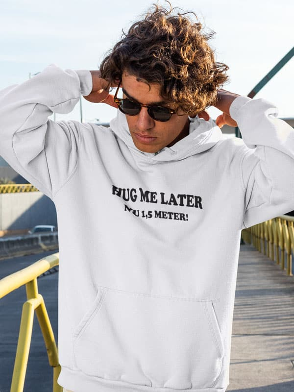 hug me later nu 1,5 m afstand hoodie